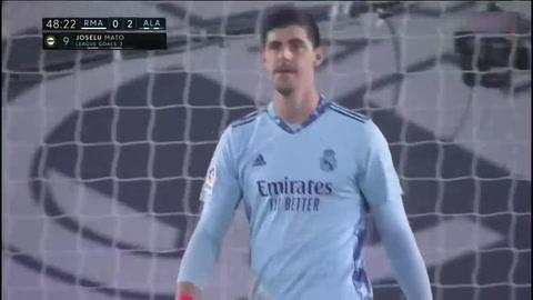 El error de Courtois en el segundo gol de Alavéz (Liga española)