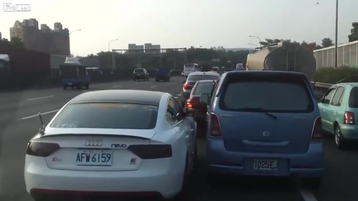 Sjåfør nekter å gi seg i kampen om filen