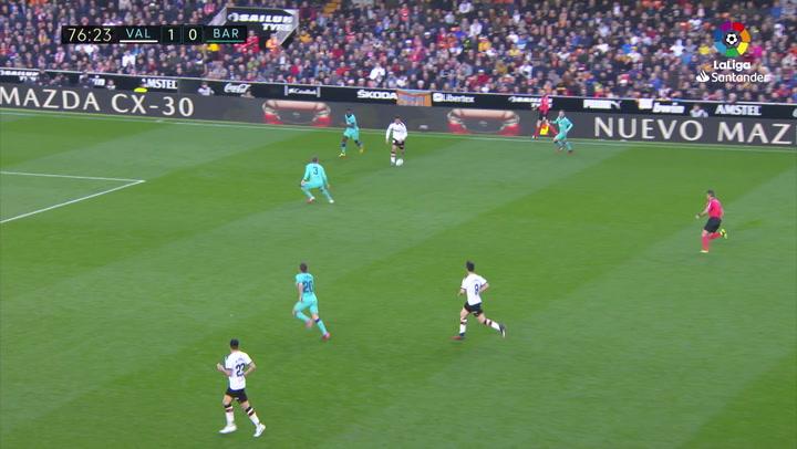 Gol de Maxi Gómez (2-0) en el Valencia 2-0 Barcelona