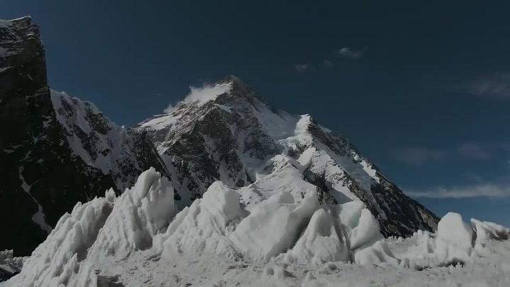 Diez nepalíes coronan el K2 el mismo día que fallece Sergi Mingote