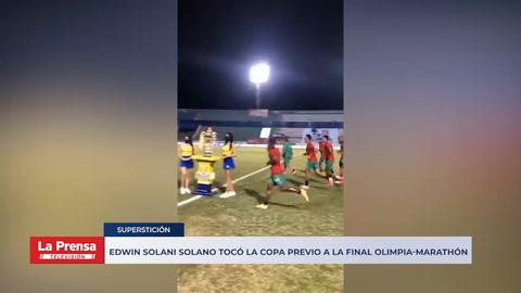 Edwin Solani Solano tocó la Copa previo a la final Olimpia-Marathón