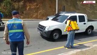 Desinfectan vehículos que ingresan a la capital en salida al norte