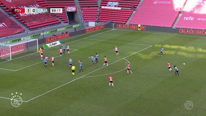 Tadić marca el gol del empate ante el PSV en el descuento
