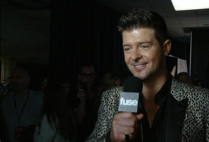 Shows: Jingle Ball 2013:  Robin Thicke, Paramore and Fall Out Boy Discuss Miley Cyrus' Big Year