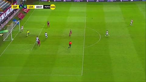 Saprissa marca gol tras un balón pérdido por Alex López