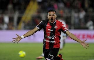 ¡Brutal! Roger Rojas se despacha triplete con el Alajuelense
