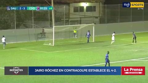Jairo Róchez en contragolpe establece el 4-2.