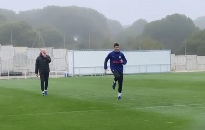 Álvaro Morata se entrena en el césped a parte del grupo