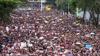 Her demonstrerer to millioner mennesker