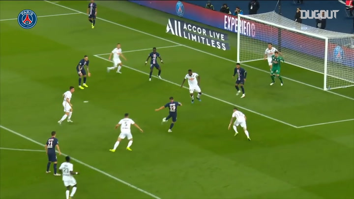 Idrissa Gueye's First Goal For Paris Saint-Germain