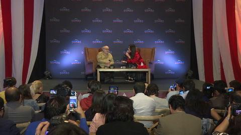 Danny DeVito visita México para presentar