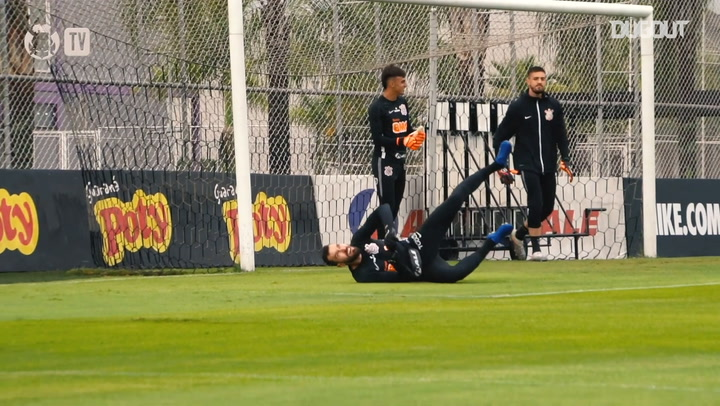 Corinthians goalkeepers training at CT Joaquim Grava