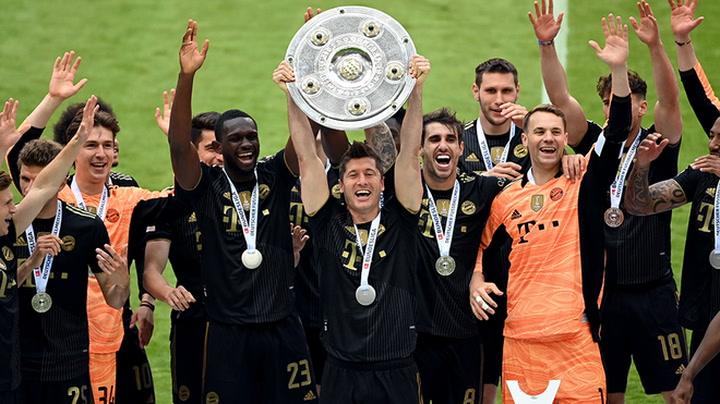 El Bayern levanta el trofeo de la Bundesliga