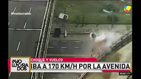 Terrible video del auto que voló por la General Paz a 170km/h