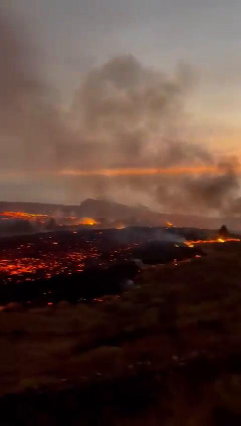 VIDEO: Erupciones del volcán Cumbre Vieja generan alerta en la isla de La Palma