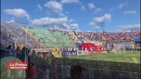 Ambientazo de la afición del Olimpia en el estadio Nacional