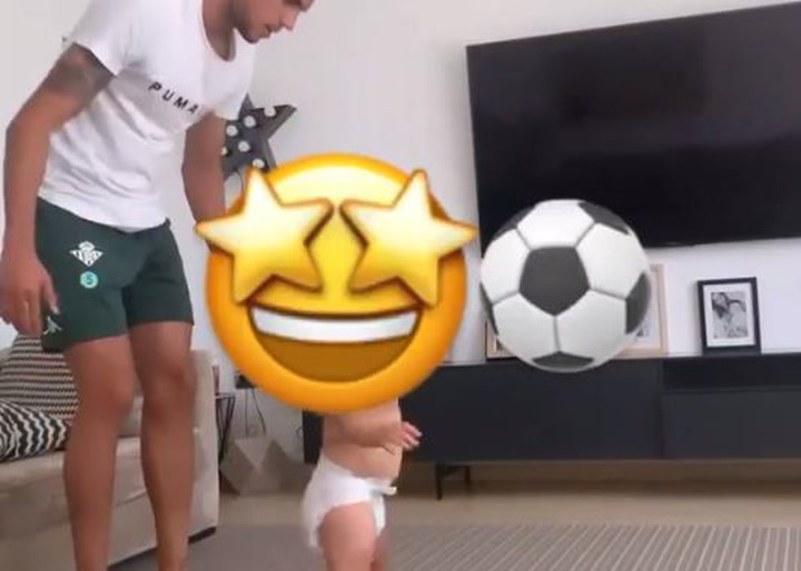 Primer gol de Max, el hijo de Bartra