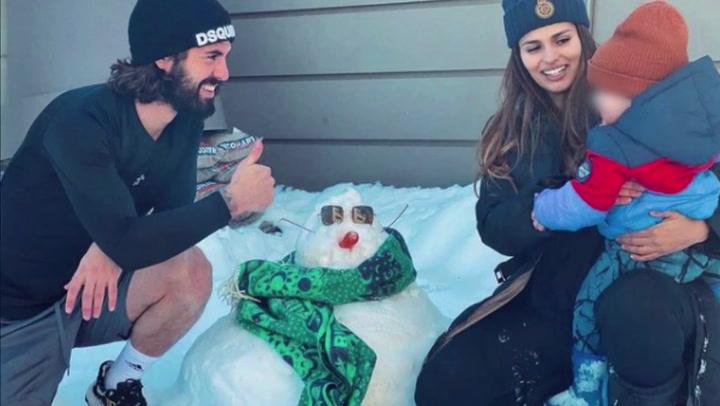 Sara Sálamo e Isco Alarcón hacen un muñeco de hielo