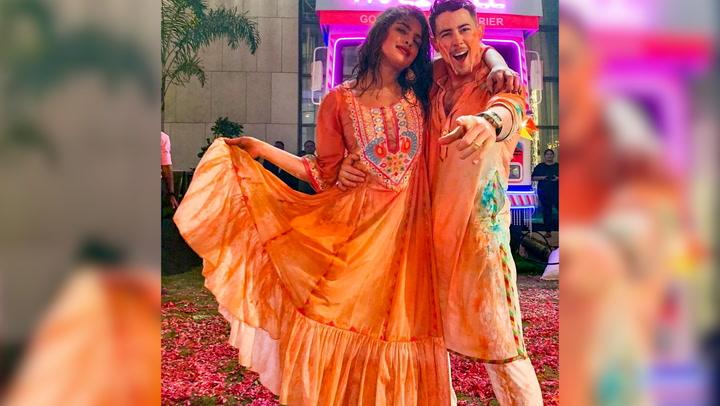 ¡A todo color! Nick Jonas y Priyanka Chopra celebran en familia el festival Holi