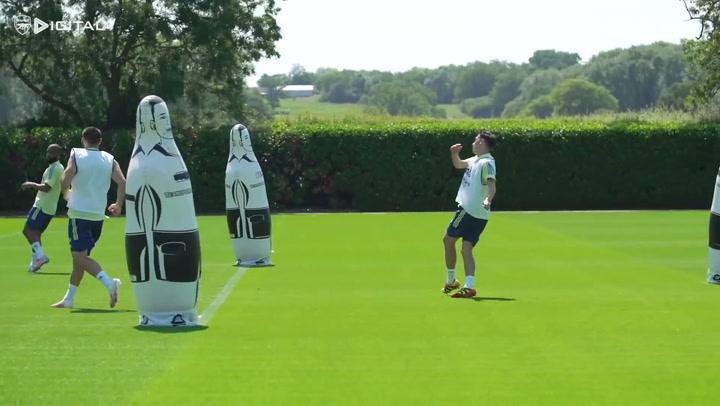 Mesut Özil, Alexandre Lacazette ve Eddie Nketiah Şut Çalışması Yaptı