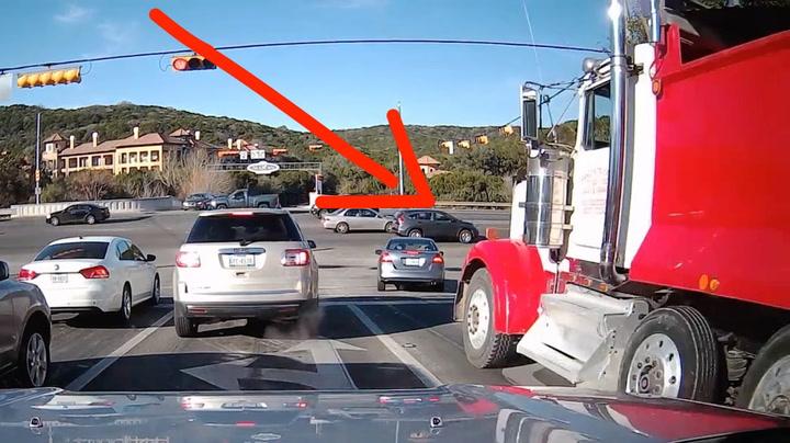 Bremsene svikter på lastebilen rett før krysset