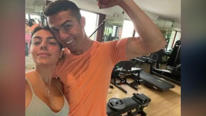 Cristiano Ronaldo y Georgina Rodríguez posan juntos haciendo ejercicio