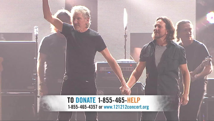 Roger Waters & Eddie Vedder Perform 'Comfortably Numb' - 12-12-12 The Concert for Sandy Relief