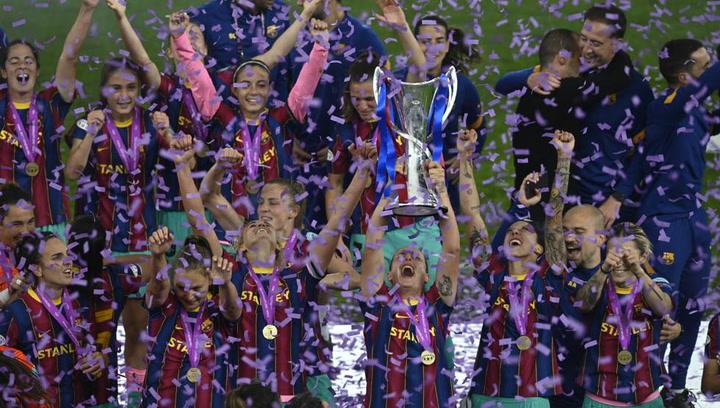 El Barça recibe la Copa como campeón de Europa femenino