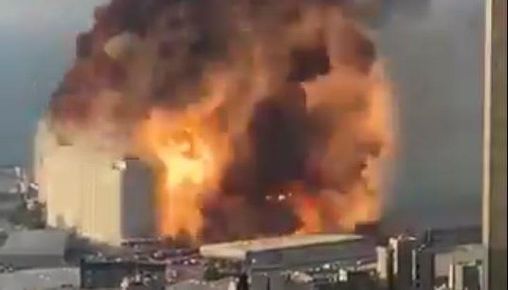 Otro punto de vista de la brutal explosión en Beirut
