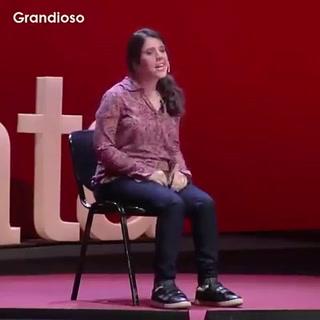 Maestra argentina con discapacidad que narra su historia en conferencia