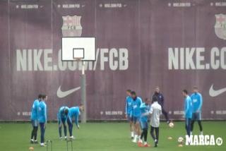 Piqué y su espectacular caño a Todibo en el entreno del Barcelona