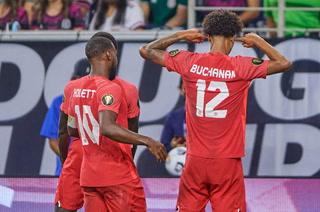 Buchanan marca golazo y Canadá empata todo en las semifinales de la Copa Oro ante México