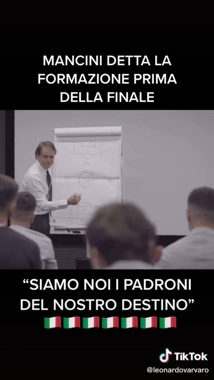 El guiño de Mancini al dar la alineación de la final en el vestuario