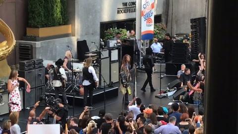 Aerosmith tocó en vivo en el Rockefeller Plaza de Nueva York