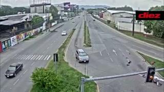 Cámaras de seguridad captan accidente aterrador en bulevar de San Pedro Sula ¡había un niño y el conductor del vehículo huyó!