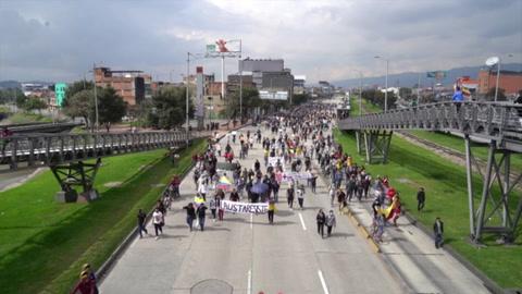 Destrucción y tensión tras protestas en Colombia