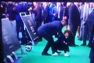 Hijo de Marcelo hace un caño a Seedorf en el premio The Best