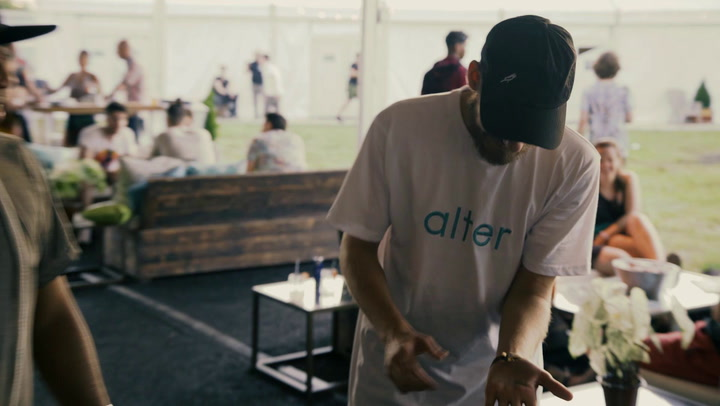 San Holo Does Magic Backstage With Smoothini At Firefly 2018