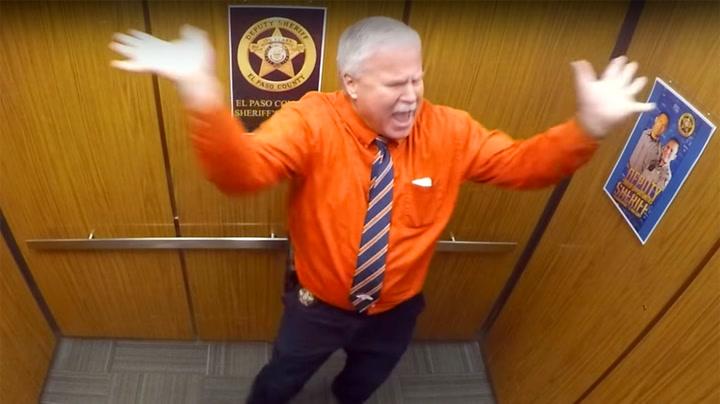 Politimannen ville pensjonere seg på storartet vis – nå spres videoen som ild i tørt gress