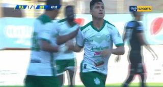 Gerson Rodas con un derechazo empata el juego 1-1 con Juticalpa en el Excélsior