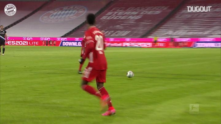 Golaço de Lewandowski contra o Arminia Bielefeld na Bundesliga
