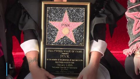 Pink revela su estrella en el Paseo de la Fama