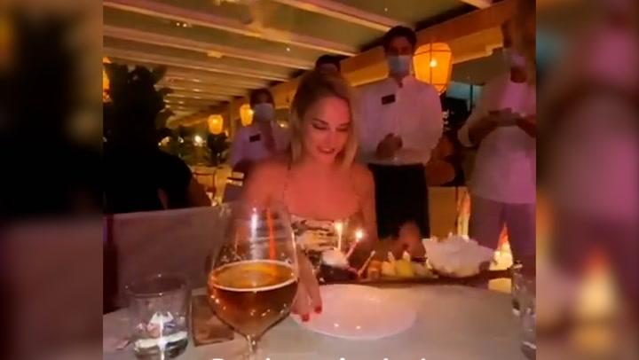 Alba Carrillo recibe una bonita sorpresa en su cumpleaños de \'personas muy especiales\'