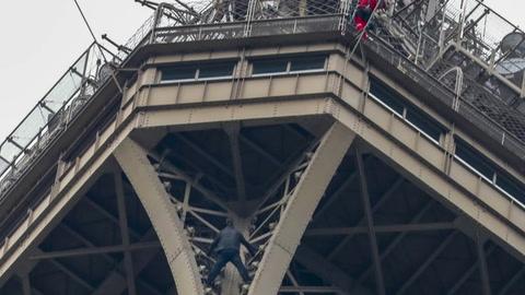 Alcanzan al hombre que motivó evacuación de la Torre Eiffel
