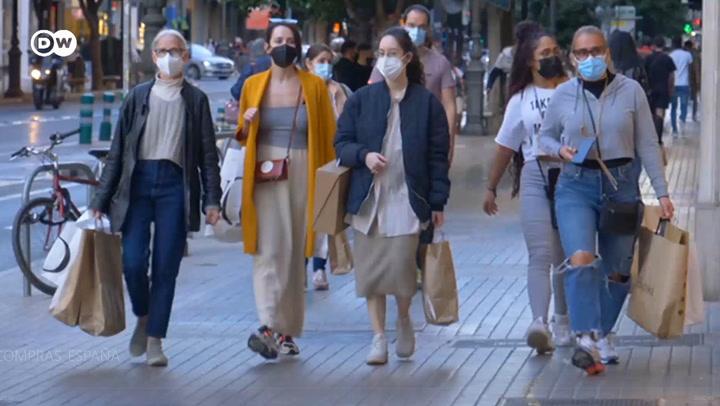 Clientes invaden centros comerciales en España