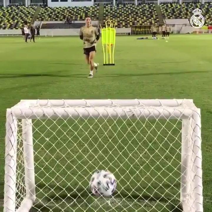 El Real Madrid afina la puntería mientras espera rival en la final de la Supercopa