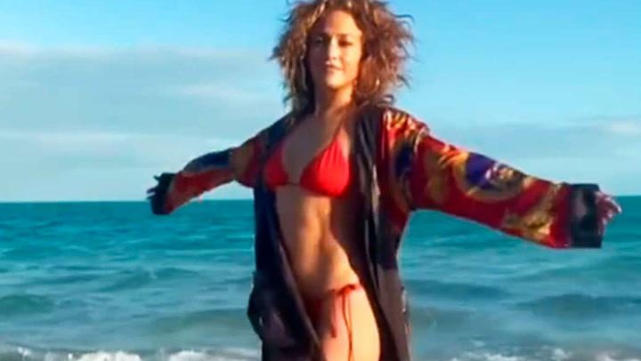 Mientras unos disfrutan de la nieve, ellas posan en bikini: Georgina o Cristina Iglesias presumen de tipazo
