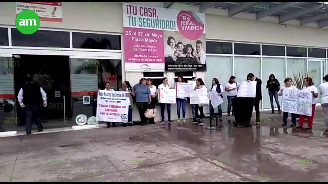 Video: Jubilados reclaman sus ahorros al Infonavit