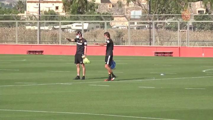 Vicente Moreno y su equipo técnico preparan un entrenamiento