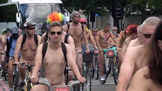 Nakne syklister inntar gatene